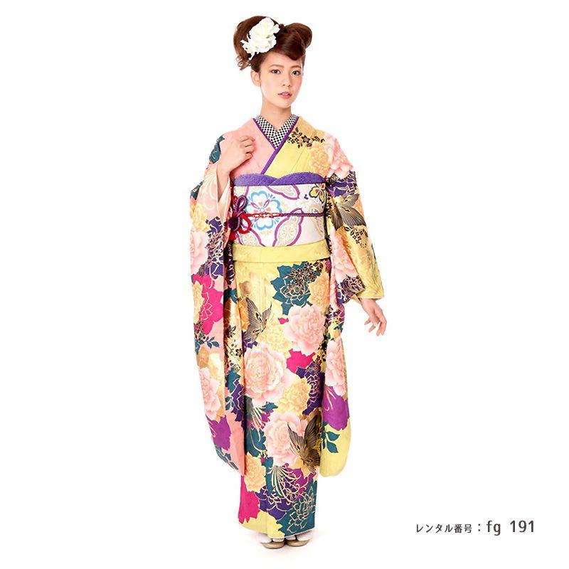 murua黄色の振袖を着た女性