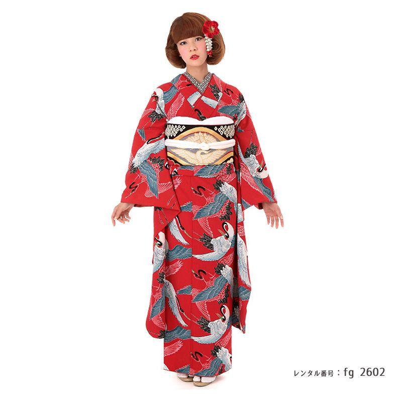 鶴尽くし文様の振袖に向鶴の帯を着た女性