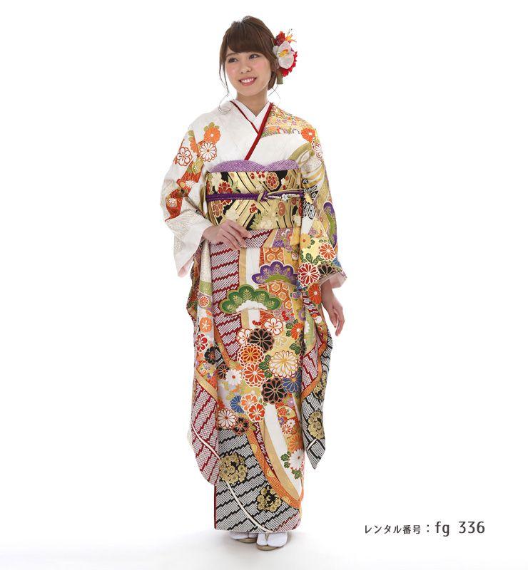 桂由美デザインの振袖を着た女性
